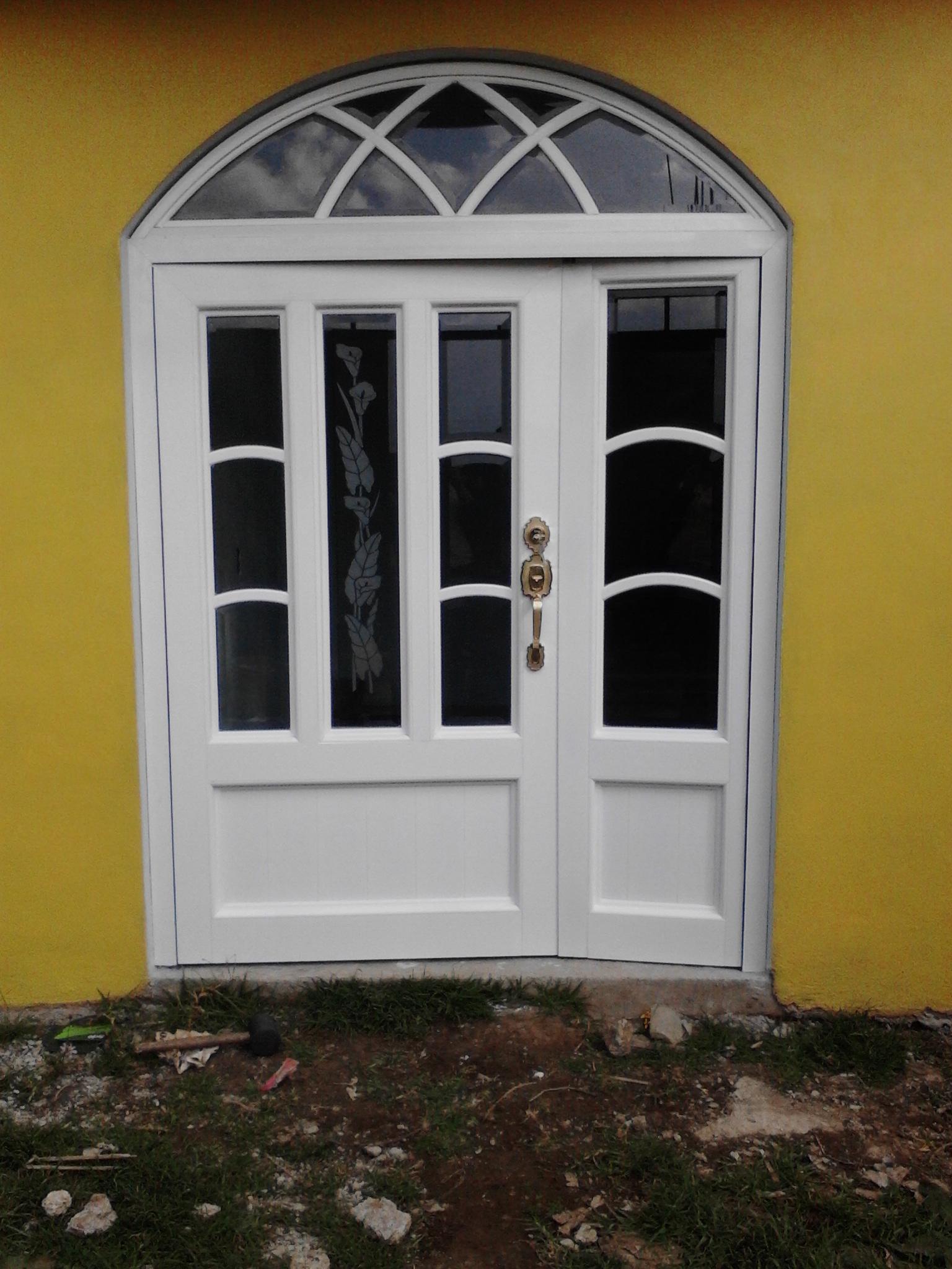 Vidrieria y aluminios famesca for Puertas de vidrio para entrada principal